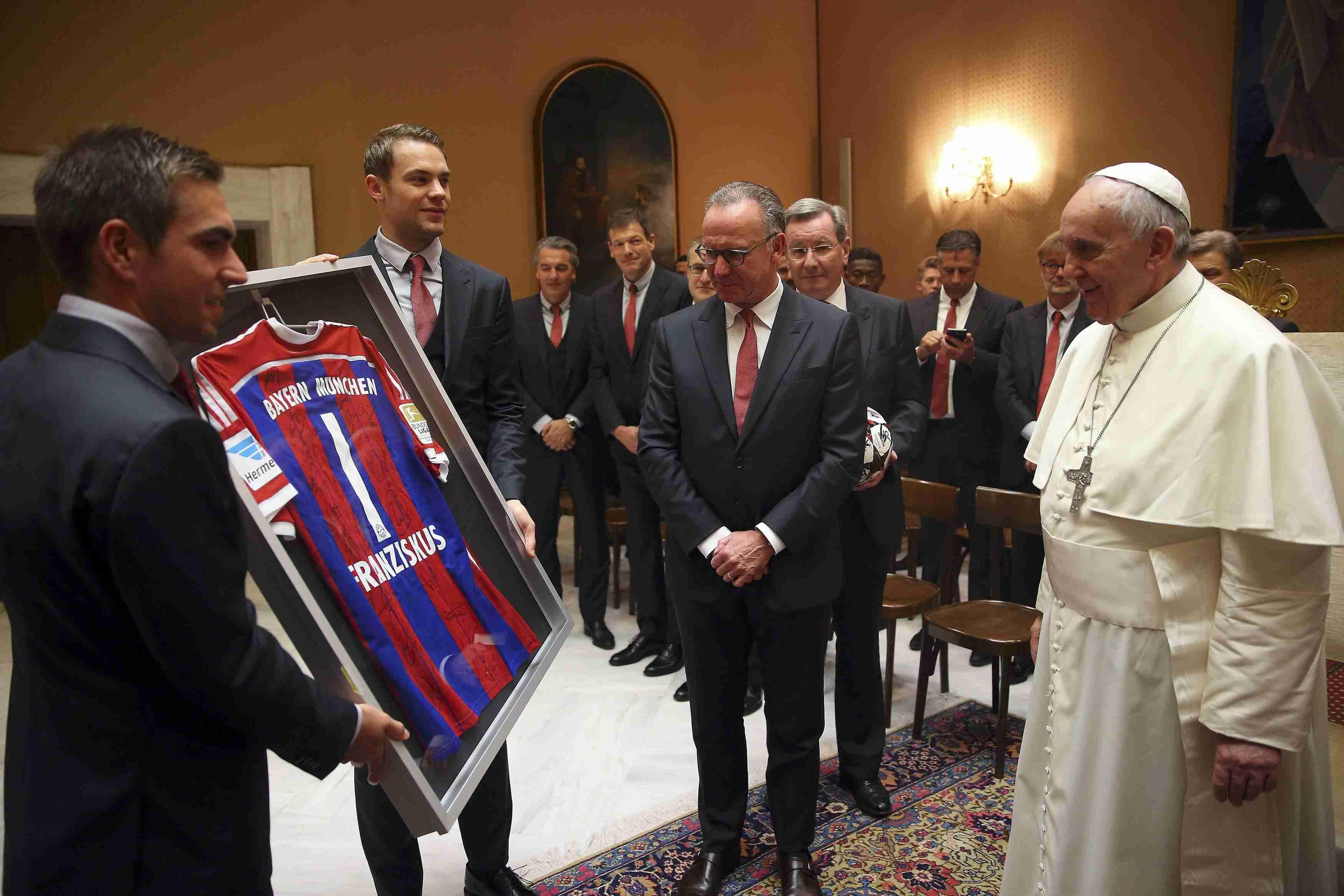 """Футболисты """"Баварии"""" встретились с Папой Римским"""