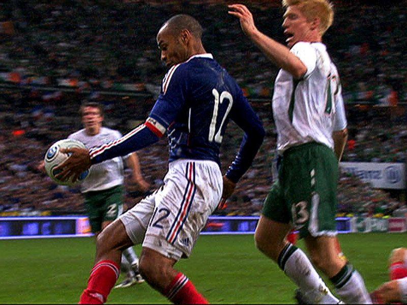 Испания- ирландия толкнул футболиста