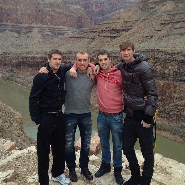 Дмитрий Комбаров, Денис Глушаков, Кирилл Комбаров на фоне Гранд каньона