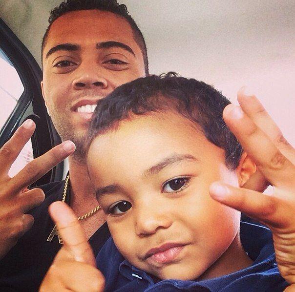 Рафаэл Кариока с сыном
