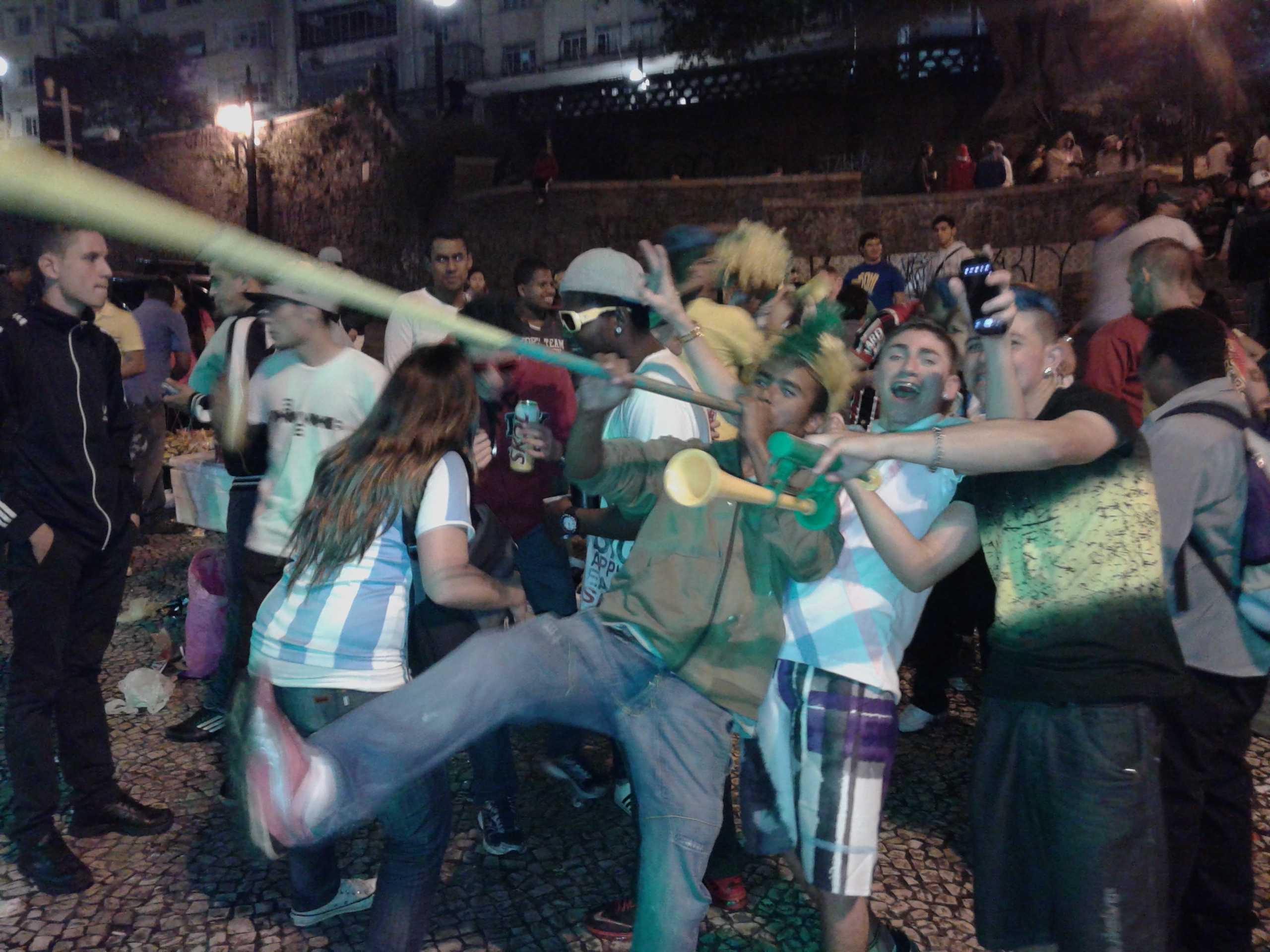 Траурная дискотека. Как улицы встретили позор сборной Бразилии - изображение 2