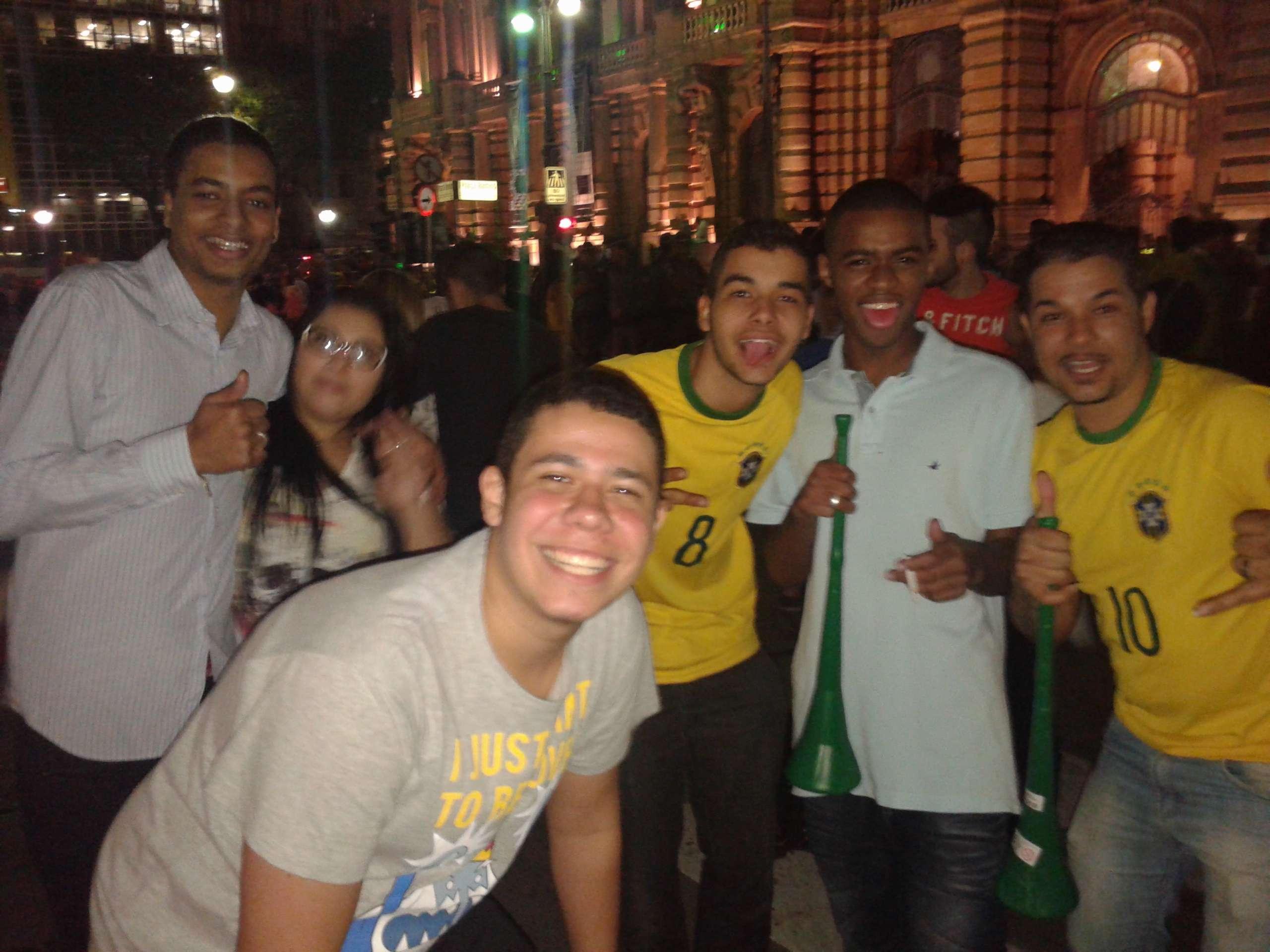 Траурная дискотека. Как улицы встретили позор сборной Бразилии - изображение 1