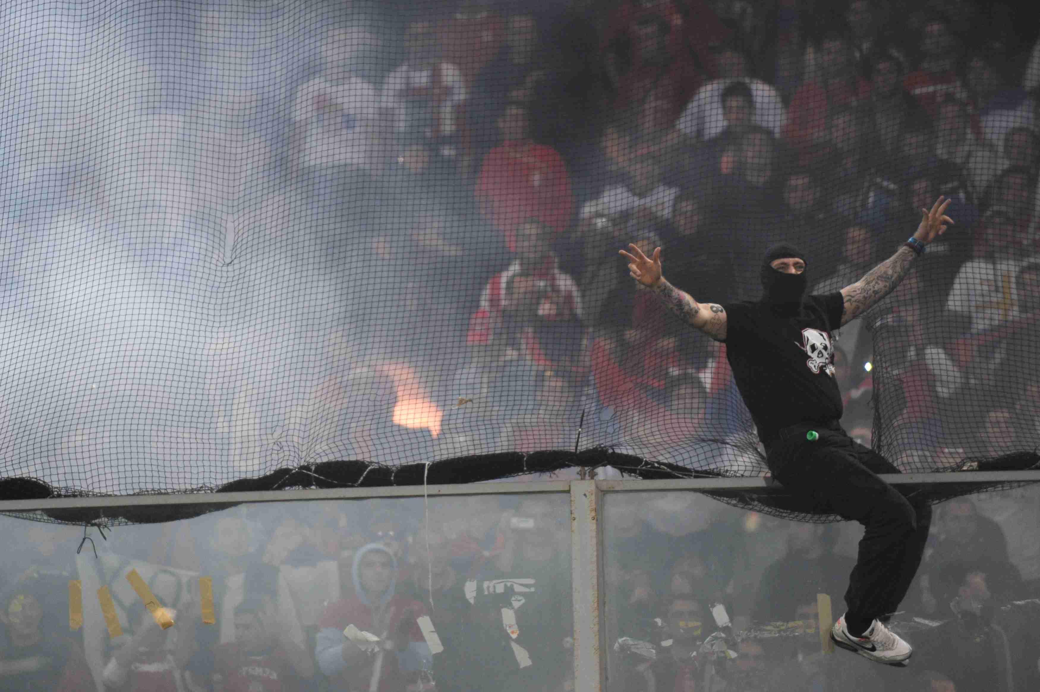 12 октября 2012 года. Генуя. Италия - Сербия - матч не доигран. Гости жгли флаги Албании и в итоге сорвали матч