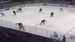 Гол. 3:2. Угаров Алексей (Северсталь) забрасывает шайбу в ворота соперника