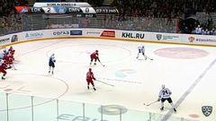 Удаление. Александр Матерухин (Динамо) получил 2 минуты за опасную игру высоко поднятой клюшкой