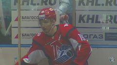 Удаление. Дмитрий Лугин (Локомотив) получил 2 минуты за атаку игрока, не владеющего шайбой
