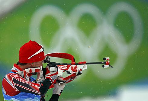 Жан-Филипп Легеллек. Спринт 10км. Эстерсунд (Швеция). 5 декабря 2009г. Фото AFP.