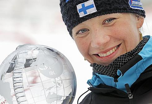20 марта 2011 года. Кайса Мякяряйнен - обладательница Кубка мира. Фото AFP