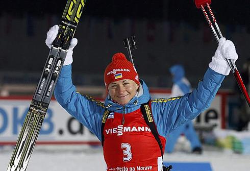 Валентина СЕМЕРЕНКО празднует третье место в индивидуальной гонке на ЧМ-2013 в Нове-Место. Фото REUTERS