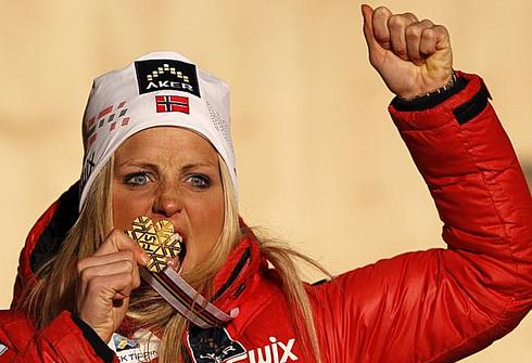 Терехза ЙОХАУГ с золотой медалью ЧМ-2013 в Валь-ди-Фьемме. Фото REUTERS