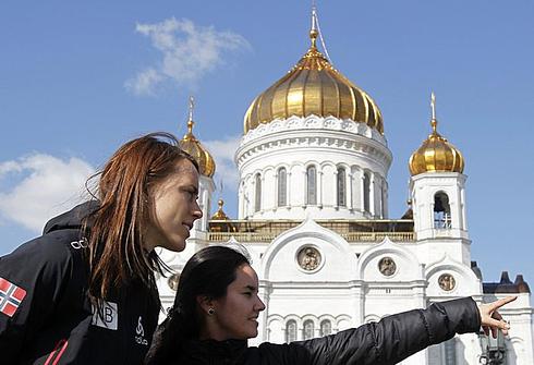 6 апреля 2012 года. Сюнневе Солемдаль осматривает московские достопримечательности. Фото REUTERS