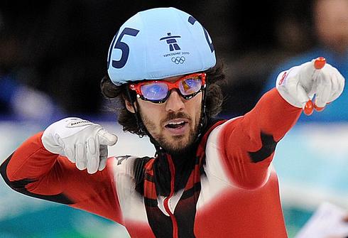 Чарльз ХЭМЛИН празднует победу на 500-метровке в Ванкувере-2010. Фото AFP