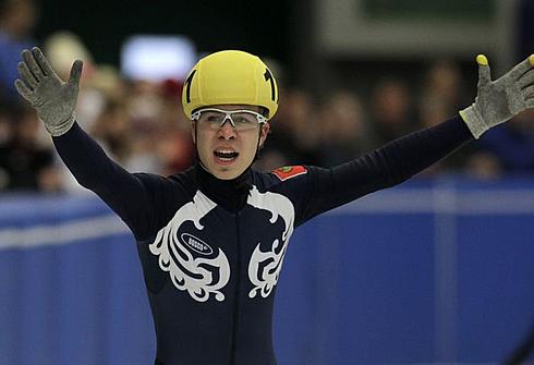 Семен ЕЛИСТРАТОВ празднует второе место на дистанции 3000 м на ЧЕ-2012 в Чехии. Фото REUTERS