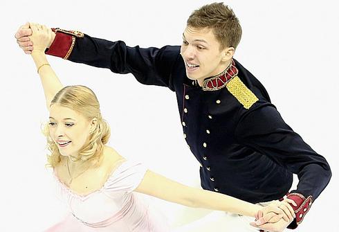 Екатерина БОБРОВА и Дмитрий СОЛОВЬЕВ. Фото AFP