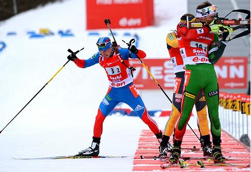 Александр ЛОГИНОВ во время победной эстафетной гонки на этапе Кубка мира в Сочи. Фото AFP