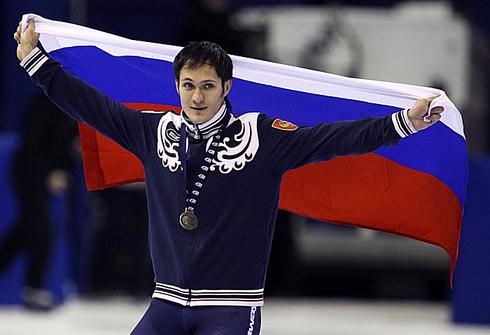 Владимир ГРИГОРЬЕВ празднует победу на этапе Кубка мира в Калгари. Фото REUTERS