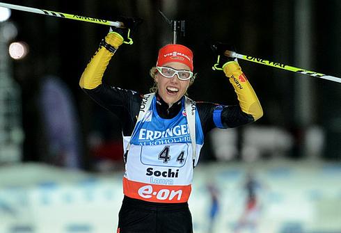 Лаура ДАЛЬМАЙЕР на финише эстафетной гонки в рамках этапа Кубка мира в Сочи. Фото AFP