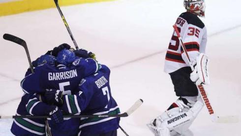 """Сегодня. Ванкувер. """"Ванкувер"""" - """"Нью-Джерси"""" - 3:2 ОТ. Хоккеисты канадского клуба празднуют победу в овертайме. Фото AFP Фото AFP"""
