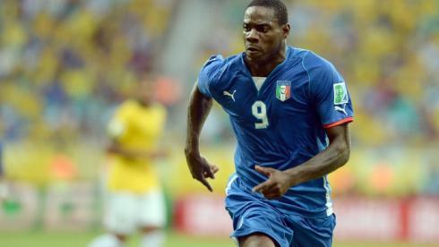 Нападающий сборной Италии Марио БАЛОТЕЛЛИ. Фото AFP