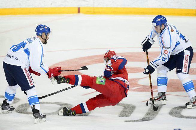 Сегодня. Хельсинки. Россия - Финляндия - 3:4. Команда Зинэтулы Билялетдинова не справилась с соперником. Фото REUTERS, Reuters