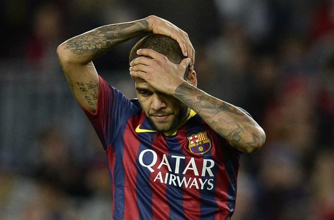 "Защитник ""Барселоны"" Дани АЛВЕС. Фото Reuters"