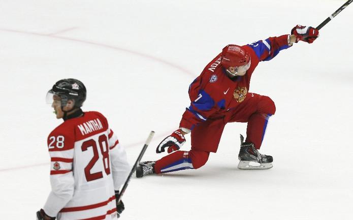 Сегодня. Мальме. Канада - Россия - 1:2. Шайба нападающего Эдуарда ГИМАТОВА стала победной для россиян в матче за бронзу молодежного чемпионата мира. Фото Reuters