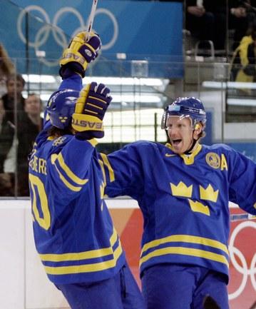 Олимпийские чемпионы Турина-2006 Хенрик ЗЕТТЕРБЕРГ (слева) и Даниэль АЛЬФРЕДССОН едут в Сочи. Фото Reuters