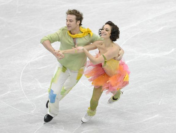 Французская пара Натали ПЕШАЛА (справа) и Фабьян БУРЗА. Фото AFP
