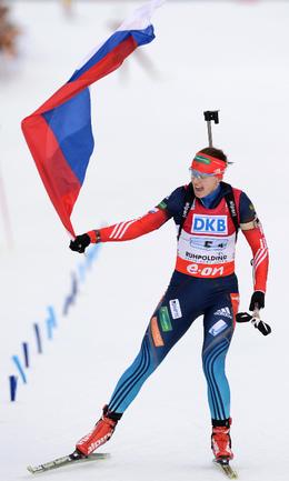Сегодня. Рупольдинг. Ольга ВИЛУХИНА финиширует первой в женской эстафетной гонке. Фото AFP