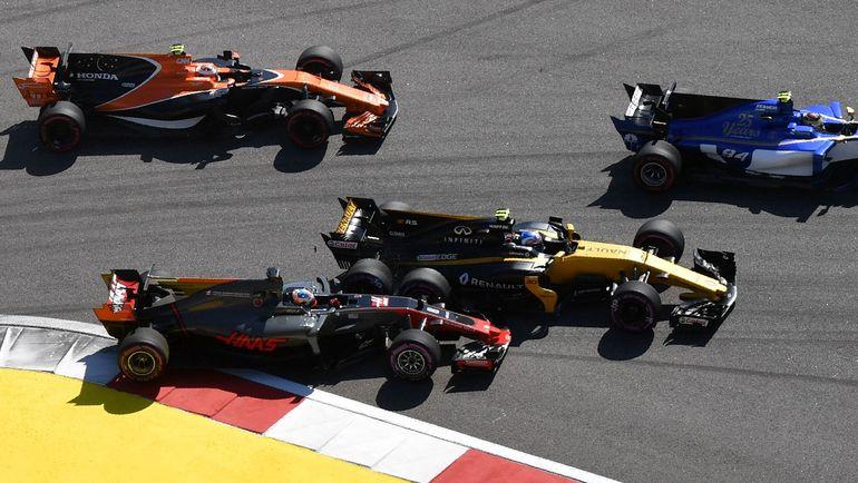 Воскресенье. Сочи. Авария на старте гонки. Фото Reuters