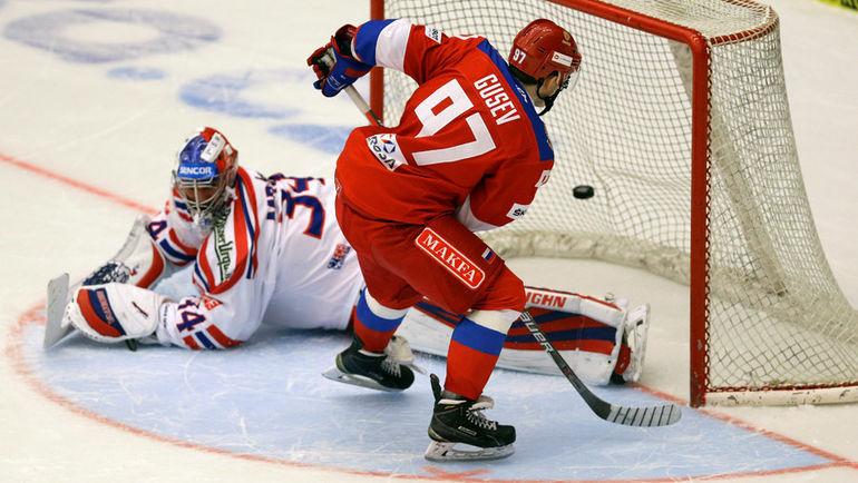 Сегодня. Ческе Будеевице. Чехия - Россия - 3:4 Б. Никита ГУСЕВ забивает победный буллит в ворота Петра МРАЗЕКА. Фото Reuters