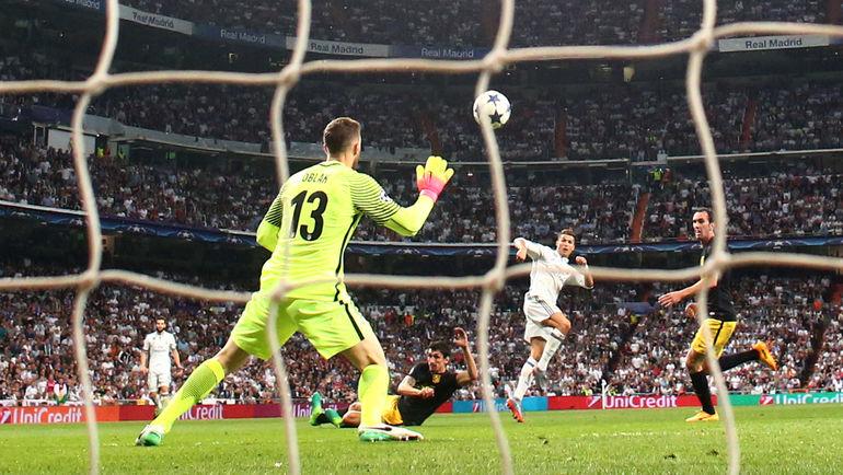 """Вторник. Мадрид. """"Атлетико"""" - """"Реал"""" - 0:3. КРИШТИАНУ РОНАЛДУ забивает свой второй гол. Фото Reuters"""