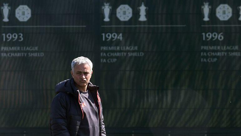 Жозе МОУРИНЬЮ все же не придется выходить на поле самому. Фото AFP