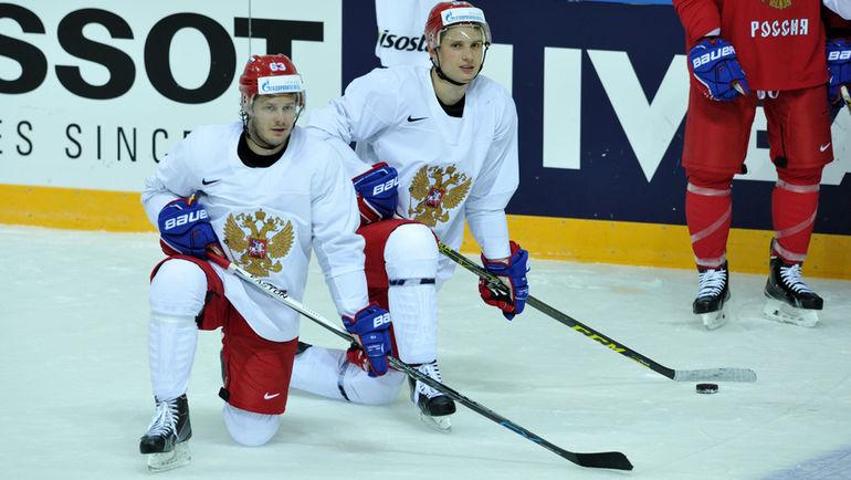 """Вадим ШИПАЧЕВ (справа) уже в НХЛ, Евгений ДАДОНОВ - следующий? Фото Алексей ИВАНОВ, """"СЭ"""""""