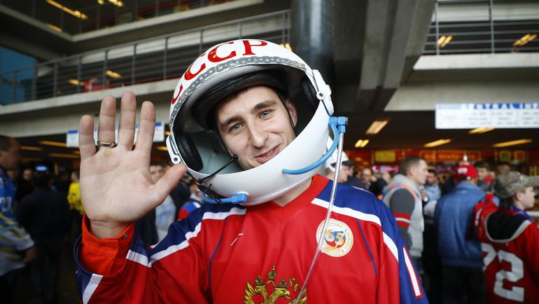 Сегодня. Кельн. Швеция - Россия - 1:2 Б. Колоритный болельщик из России. Фото AFP