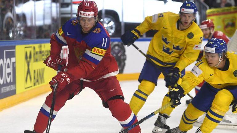 Сегодня. Кельн. Швеция - Россия - 1:2 Б. Сергей АНДРОНОВ (слева) в окружении шведских игроков. Фото AFP