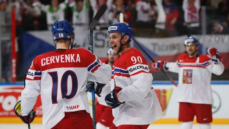 Суббота. Париж. Белоруссия - Чехия - 1:6. Чешские хоккеисты празднуют очередное взятие ворот соперника. Фото REUTERS