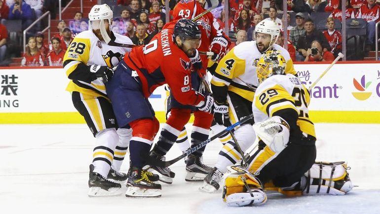 "Сегодня. Вашингтон. ""Вашингтон"" - ""Питтсбург"" - 4:2. Александр ОВЕЧКИН атакует ворота гостей. Фото НХЛ"