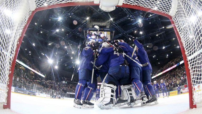 Победа может заметно улучшить шансы Франции на плей-офф. Фото REUTERS