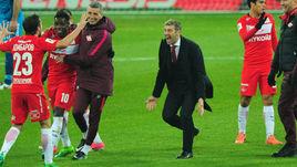 Массимо КАРРЕРА (в центре) ликует со своей командой.