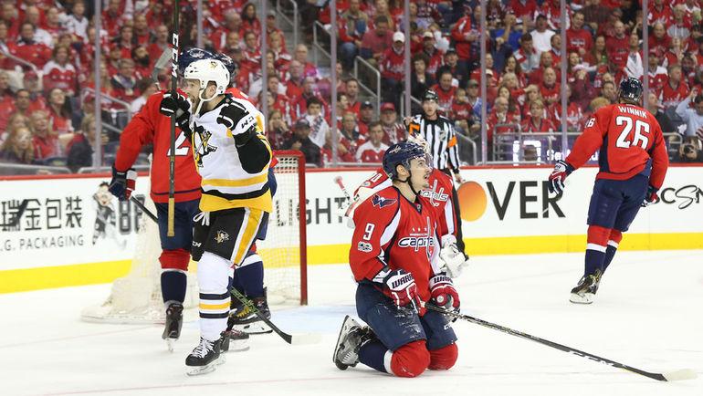 """Среда. Вашингтон. """"Вашингтон"""" - """"Питтсбург"""" - 0:2. Брайан РАСТ (слева) пращднует забитый гол."""