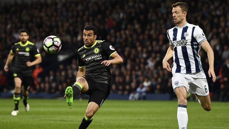 """Пятница. Уэст-Бромидж. """"Вест Бромвич"""" - """"Челси"""" - 0:1. ПЕДРО бьет по мячу. Фото Reuters"""