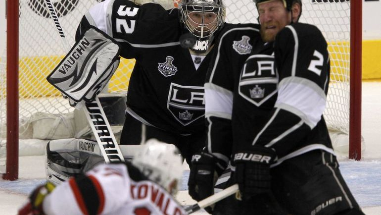 Илья КОВАЛЬЧУК и голкипер Джонатан КУИК станут партнерами? Последний раз они встречались в НХЛ в финале Кубка Стэнли. Фото Reuters
