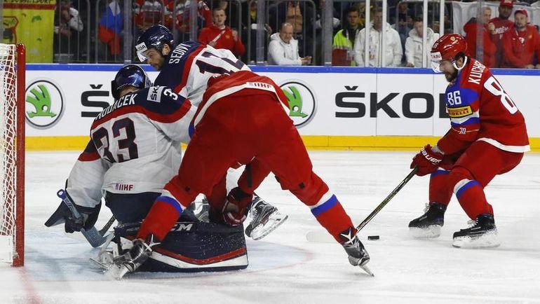 Суббота. Кельн. Россия - Словакия - 6:0. Никита КУЧЕРОВ (справа) забивает гол. Фото REUTERS
