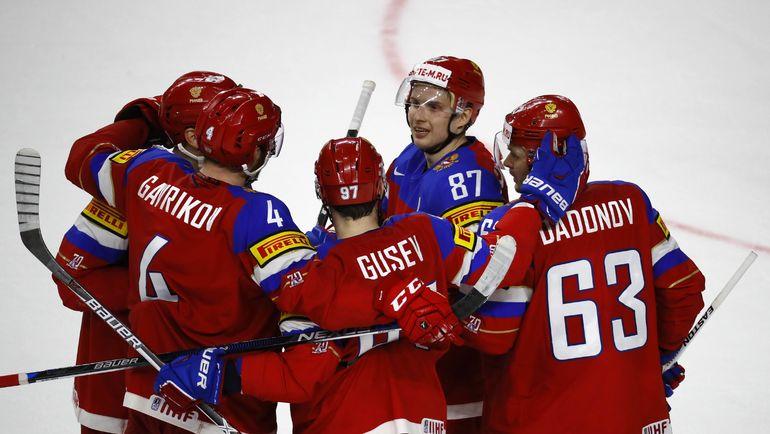 Суббота. Кельн. Россия - Словакия - 6:0. Российские хоккеисты празднуют гол. Фото REUTERS
