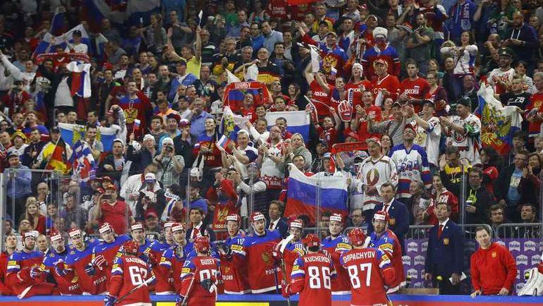 Суббота. Кельн. Россия - Словакия - 6:0. Скамейка и болельщики сборной России. Фото Reuters