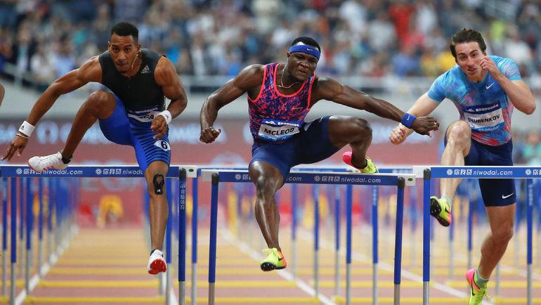 Суббота. Шанхай. Сергей ШУБЕНКОВ (справа) впервые за полтора года участвовал в международном старте. Фото Reuters