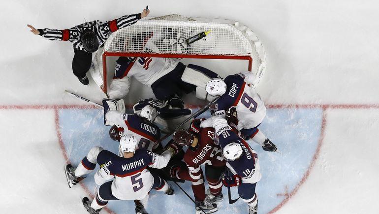 Латыши атакуют ворота американцев. Фото REUTERS
