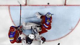 Вчера. Кельн. Россия – США – 3:5. 53-я минута. Только что американский нападающий Андерс ЛИ забросил четвертую шайбу в ворота Андрея ВАСИЛЕВСКОГО.