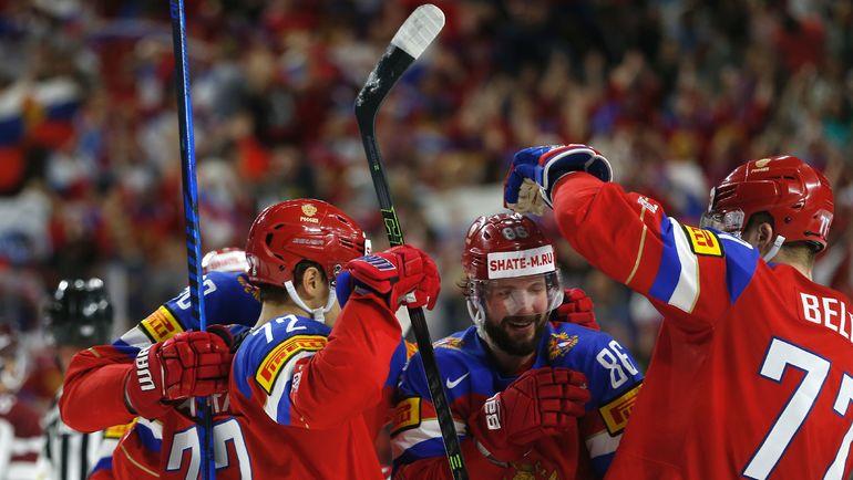 Партнеры поздравляют Никиту КУЧЕРОВА (№86) с голом. Фото Reuters